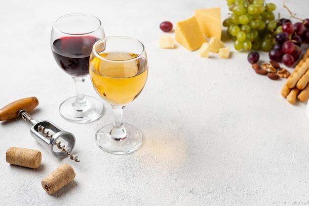 Vinho natural de alto ângulo para degustação