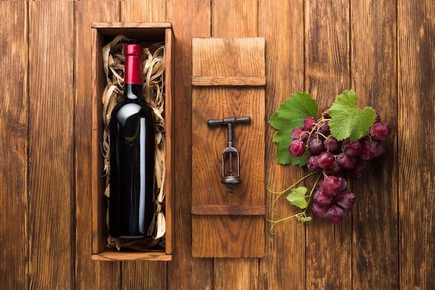 Vinho paralelo e uvas vermelhas