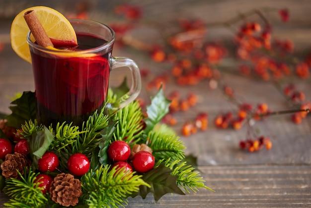 Vinho quente de natal com especiarias