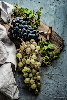 Vinho tinto e uva