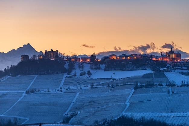 Vinhos de barolo paisagem única inverno pôr do sol