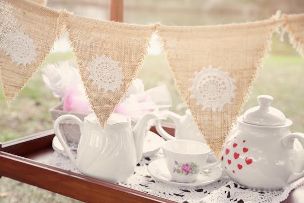 Vintage bunting e jogo de chá, alice no país das maravilhas mad hatters tea py