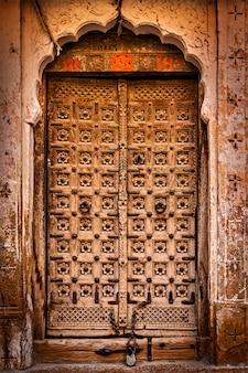 Vintage porta de madeira velha