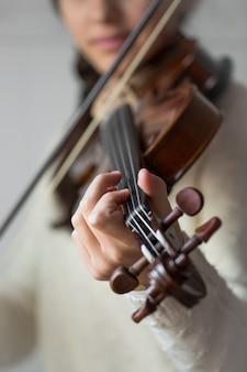 Violinista jovem estudante