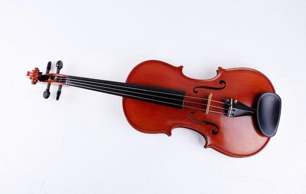 Violino de madeira colocar no fundo, mostrar detalhes de instrumento de cordas