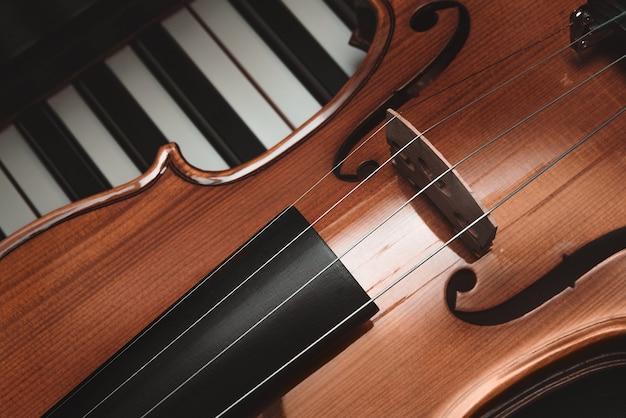 Violino e piano. música clássica.