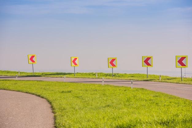 Vire, sinal esquerdo, ligado, um, estrada rural