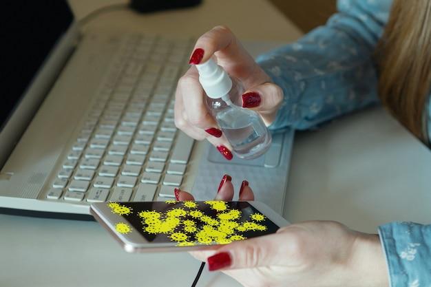 Vírus nas superfícies com as quais você entra em contato todos os dias - disseminação de vírus, desinfecção. caminho perigoso de epidemia. smartphone, laptop, teclado, tablet, mesa, chão, maçaneta da porta. mãos em coisas infectadas.