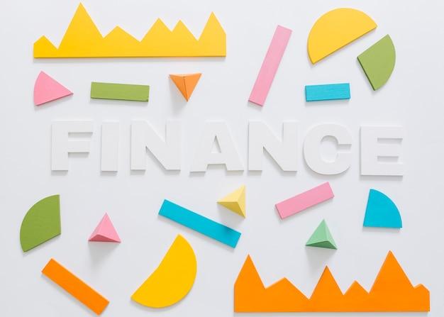 Visão aérea da palavra finanças com gráfico colorido e forma geométrica