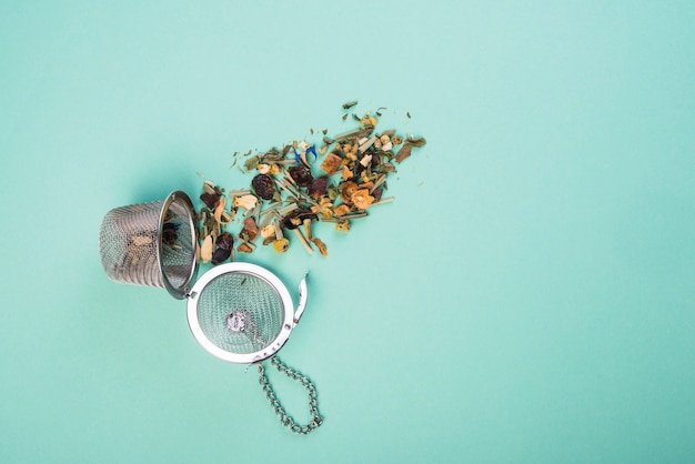 Visão aérea, de, secado, chá herbário, com, filtros, ligado, experiência azul