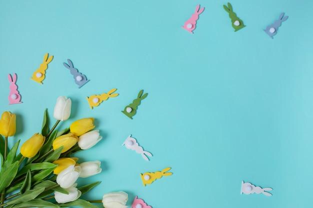 Visão aérea feliz páscoa fundo azul conceito primavera tradicional cor composição cópia espaço