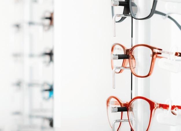 Visão aproximada de óculos ópticos