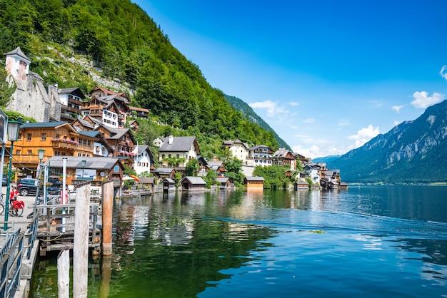 Visão cênica, de, famosos, hallstatt, lakeside, cidade, salzkammergut, região, áustria