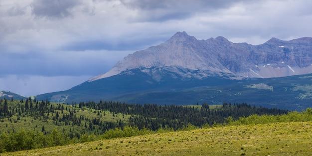 Visão cênica, de, paisagem, com, alcance montanha, em, a, fundo, parque nacional geleira, contagem geleira