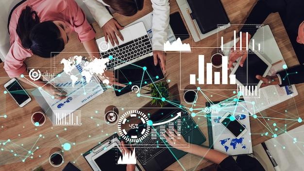 Visão conceitual de empresários na reunião de equipe corporativa
