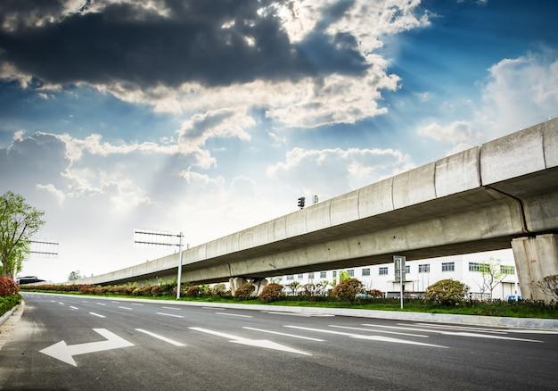 Visão de um viaduto de alta velocidade
