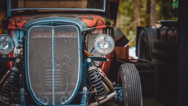 Visão frontal do carro velho farol