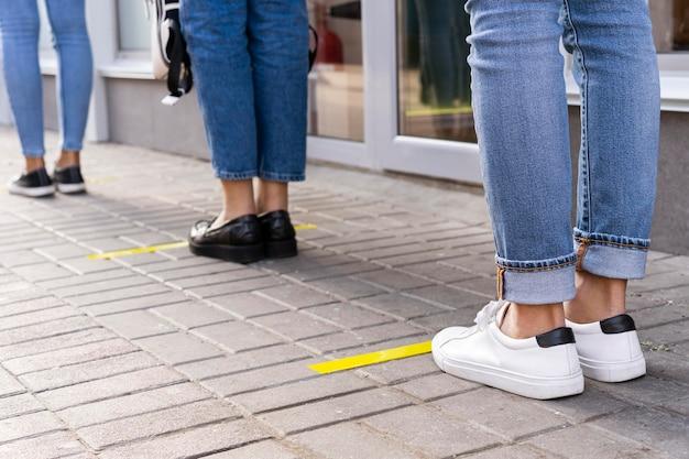 Visão frontal do conceito de distância social