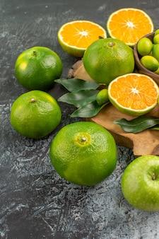 Visão lateral frutas cítricas as frutas cítricas apetitosas na tábua