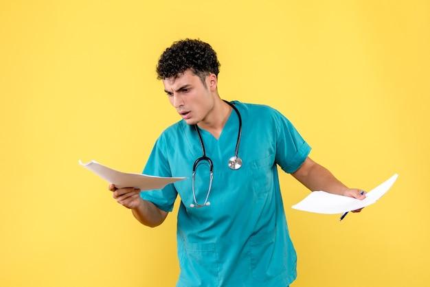 Visão lateral médico altamente qualificado um médico está insatisfeito com os resultados das análises