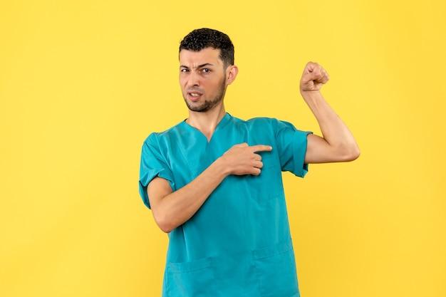 Visão lateral um médico um médico acha que as pessoas vão se recuperar do coronavírus