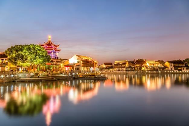 Visão noturna da cidade antiga de suzhou