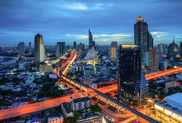 Visão noturna da cidade de bangkok