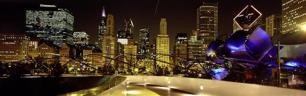 Visão noturna de chicago illinois, eua