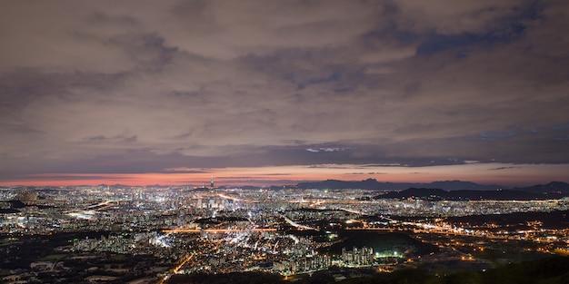 Visão noturna de seul de namhansansung