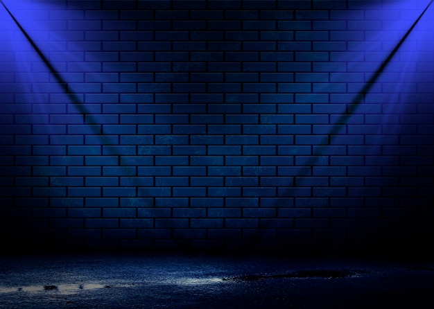 Visão noturna de uma rua escura, projeção abstrata em uma parede vazia.