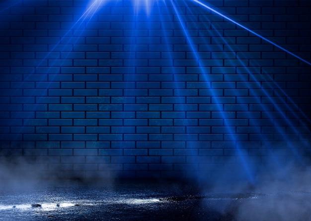 Visão noturna de uma rua escura, projeção abstrata em uma parede vazia. Foto Premium
