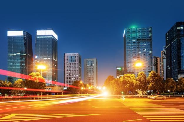 Visão noturna do distrito financeiro de guiyang, guizhou, china.