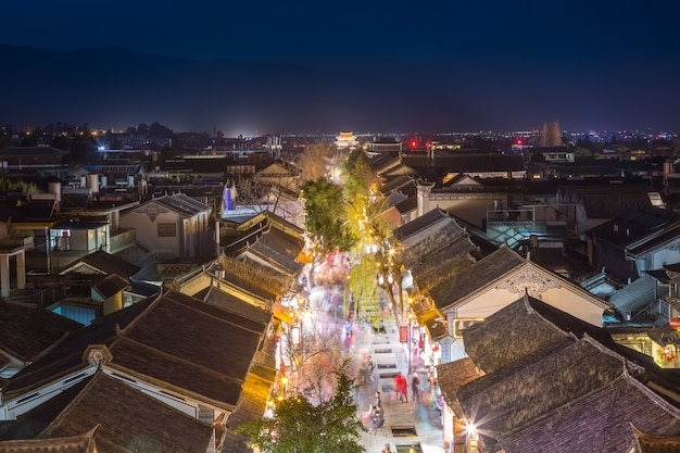 Visão noturna do quarteirão da cidade antiga de dali