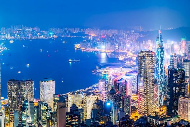 Visão noturna linda de hong kong