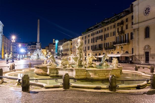 Visão noturna, piazza navona, roma. itália