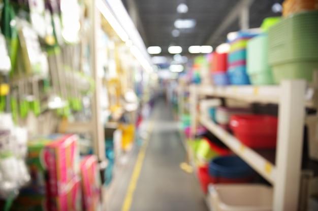 Visão turva das prateleiras dos supermercados