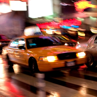 Visão turva, de, um, táxi, em, manhattan, cidade nova iorque, eua