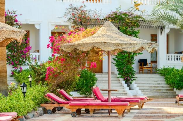 Visite o auditor do hotel e avalie o nível da área de decoração.