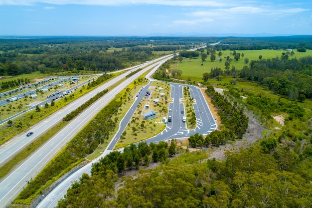 Vista aérea da área de descanso de clybucca na pacific highway, austrália