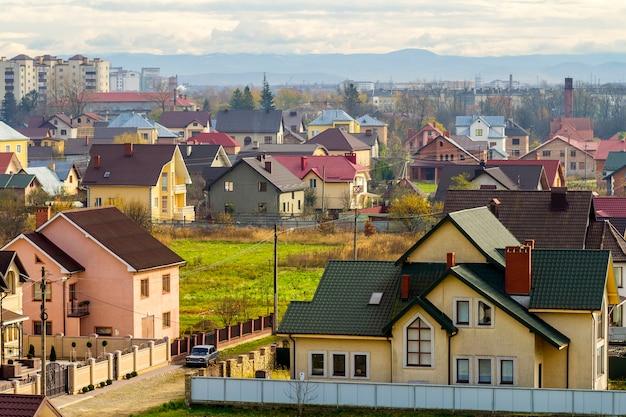 Vista aérea da área residencial com casas modernas