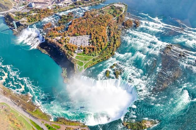 Vista aérea da cachoeira niagara no verão