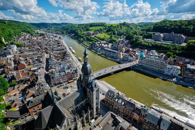Vista aérea da cidade de dinant, bélgica