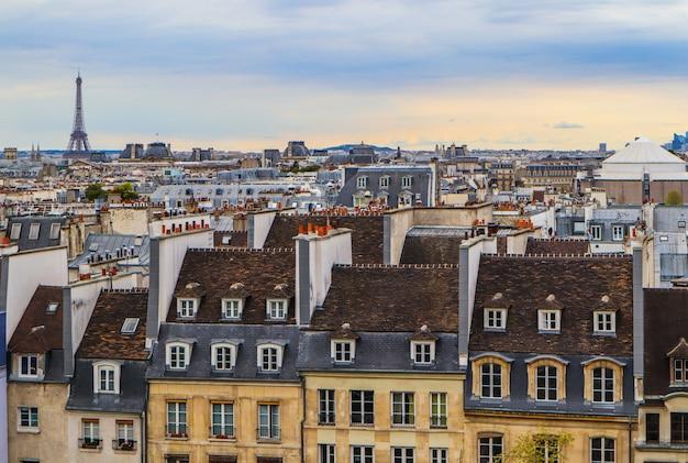 Vista aérea da cidade de paris, frança, abril