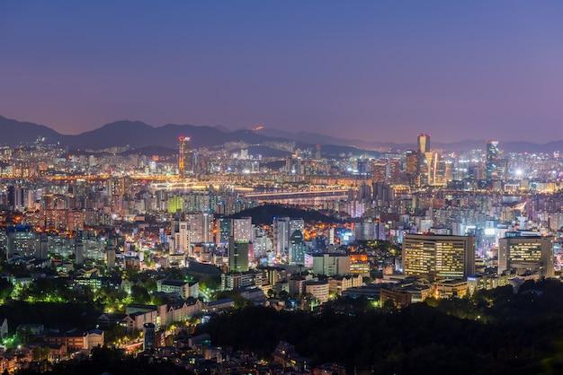 Vista aérea da cidade de seoul na noite, coreia do sul.