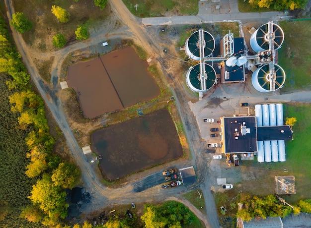 Vista aérea da estação de tratamento de esgoto moderna água residual industrial de tratamento de água