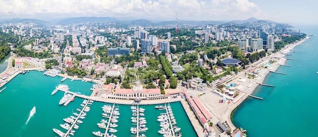Vista aérea da estação marítima - porto marítimo de sochi, krasnodar krai, rússia.