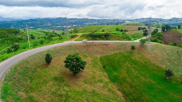 Vista aérea da estrada cênico no pico de montanha, kho phetchabun de khao, tailândia do norte.