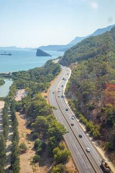 Vista aérea da estrada para antalya, na turquia