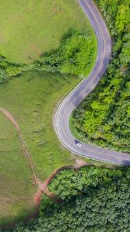 Vista aérea da estrada rural na área rural