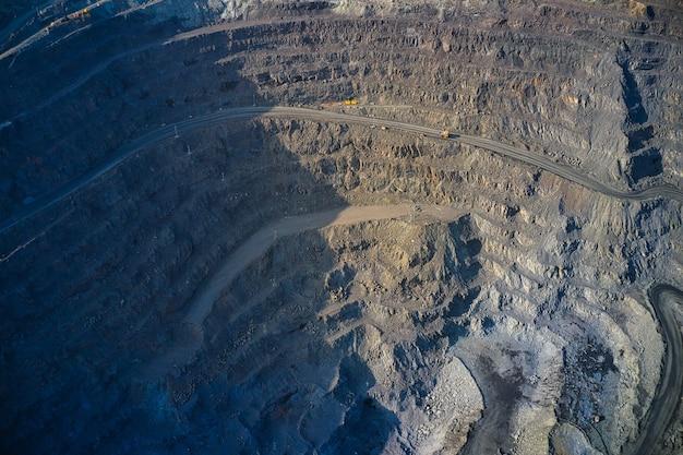 Vista aérea da fábrica de mineração do sul, pedreira de mina na ucrânia